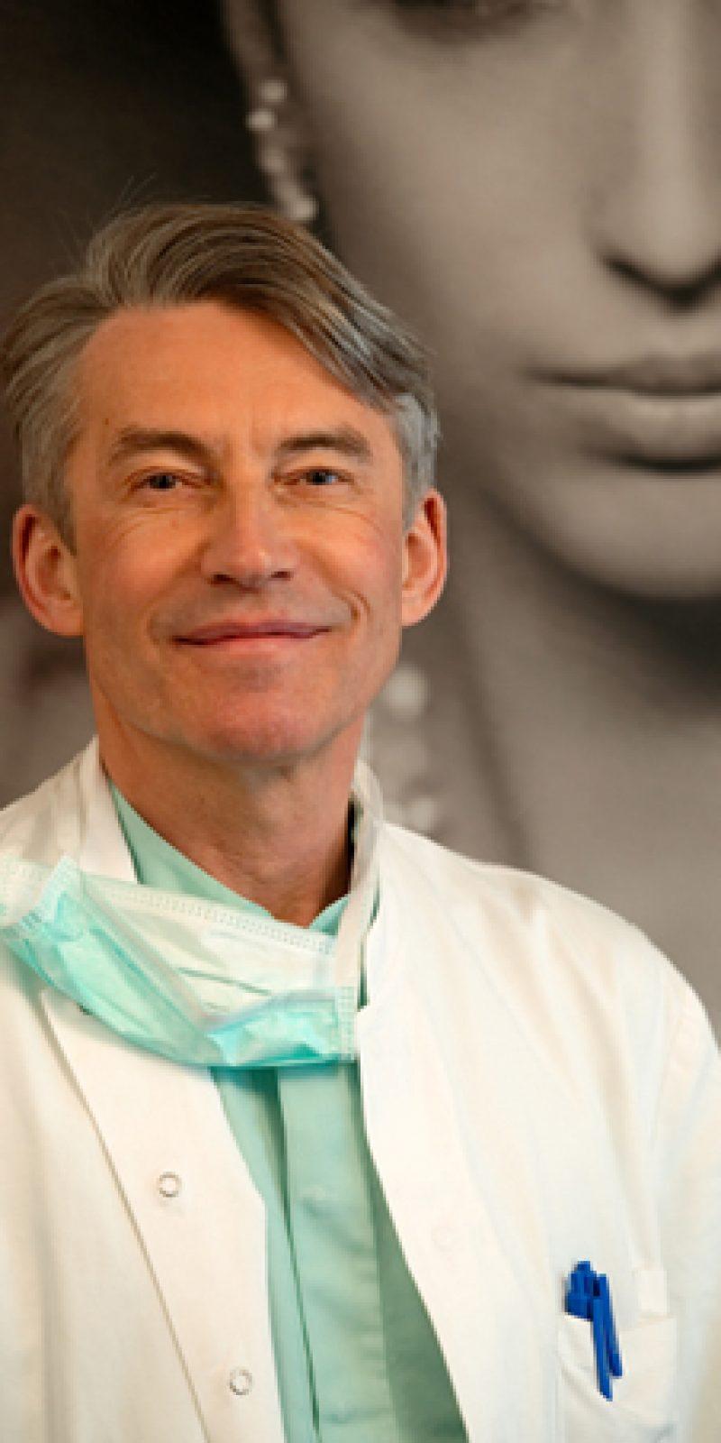 Docteur Louis-Philippe Dombard est Specialiste chirurgien plasticien